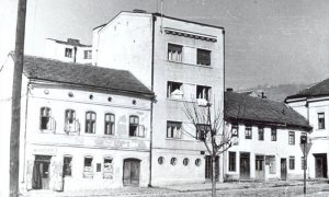 Predratna kuća apotekara Subotića u kojoj je posle rata bila bojadžiska radnja; lepila se uz Prljevića zgradu na Žitnom pijacu