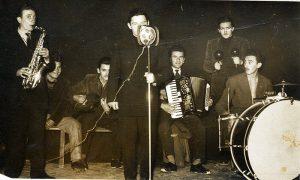 Brole sa svojim orkestrom na igranci u