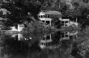 Pogled s brane na Kavanu u V. parku, fotografija Vlajka Kovačevića s kraja pedesetih godina istekloga veka