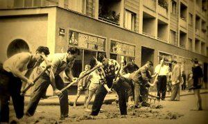 Na početku sedamdesetih ljudi iz mesnih zajdnica počeli su da skidaju kocku