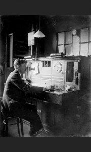 """Slična telefonska centrala bila je instalirana u pošti, koja je radila u kafani """"Radulović"""" na Lipi (foto BT Heritage)"""