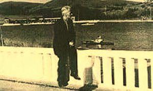 Miladin Pećinar pored njegovog jezera na Zlatiboru
