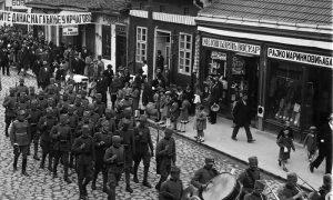 Tridesete godine u Užicu, vojna muzika paradira