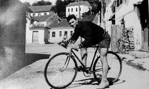 Milan Milivojević sa Rakijskog na Rakijskom, na početku šezdesetih. Užička biciklistička legenda, koji je ceo život posvetio biciklizmu i biciklama