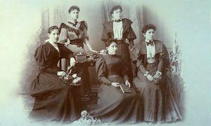 U modnom salonu Paligorić 1900. godine