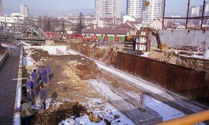 """Radnici preduzeća """"Metalogradnja"""" na gradilištu javne garaže"""