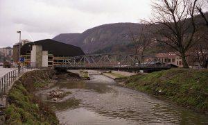 Javna garaža i stari železnički most