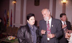"""Nada Selaković, tada novinarka """"Vesti"""", predsednik opštine Milan Nikitović i pomoćnik mu Đorđe Mijušković"""