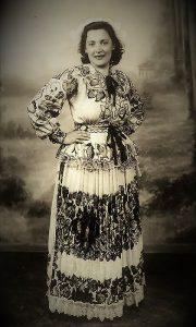 Članica Kola srpskih sestara 1938. godine u narodnoj nošnji