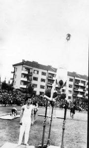 1970. na užičkom stadionu Sreten Dimitrijević nastupa na sletu