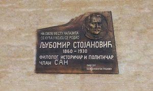 Spomen ploča koju je radio užički vajar Branko Tijanić 1980.god.