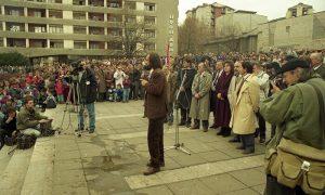 Miting Vuka Draškovića 1992. godine na Trgu partizana u Užicu
