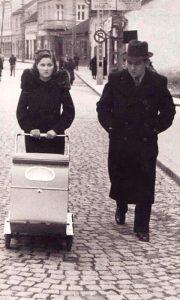 Biljana i Kosta Despotović sa ćerkicom Biljanom, u nedeljnoj šetnji oko Parčića (foto Aleksadar Tošić)