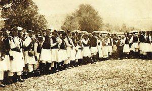 Grupa Zlatiboraca u orginalnoj zlatiborskoj nošnji trdesetih godina 20.veka