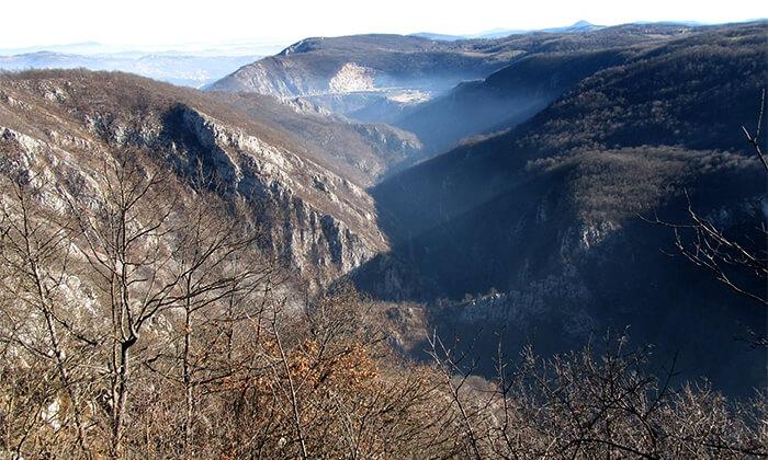 Ћира пурња кроз кањон Ђетиње