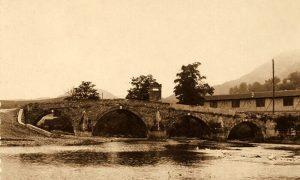 Zgrada Popovićeve fabrike ćebadi uz Kasapčića most, posle Prvog svetskog rata je bio prvi internat za decu bez roditelja
