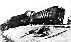 Posledica diverzantske akcije partizana na pruzi u blizini Užica