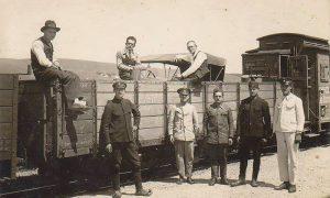 Automobil stiže u Užice na vagonu 1918.
