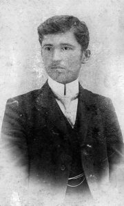 Veoma retka fotografija mladog Mite Uskokovića čiji je orginal u posedu Užičanstvenog