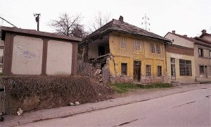 Nekadašnja kuća iz 19. veka na Carini, snimljena 11. aprila 1996.