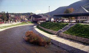 Užice 1998, pogled sa mosta ka javnoj garaži