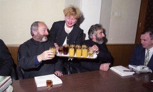 Prota Starčević i otac Blagoje, uz posluženje srdačne Verice