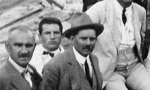 Slikar Branko Popović (u sredini)