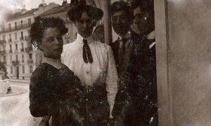 Napred Babet i Milutin, iza njena sestra i Mitin brat (arhiva Narodne biblioteke Užice)