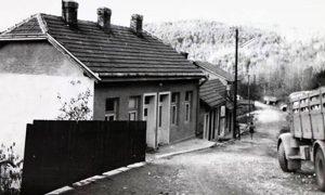 Ulica Riste Tešića i nekadašnja kuća u kojoj je živeo sa porodicom šezdesetih godina 20. veka