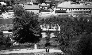 Podizane rogova na brvnari kupatila za nemačke oficire u Jazovima 1943.