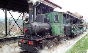 Prva srpska lokomotiva na muzejskoj postavci požeške železničke stanice
