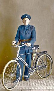 Državni službenik i bicikl u Užicu