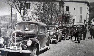 Kolone automobila u kojoj je Kraljevska vlada, snimljena je na putu od Požege prema Užicu