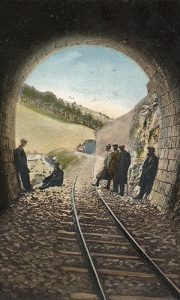 """Izlaz iz tunela na """"Ćirinoj"""" pruzi (fotografija Ilije Lazića, obojio Zoran Domanović)"""