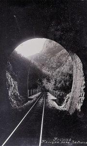 Tunel kroz klisuru Đetinje