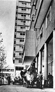 """Početak useljenja, mešanje urbanog i prigradskog na Trgu, """"partizanskom svetilištu"""""""