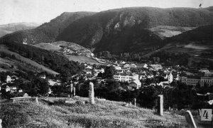 Pogled na Užice sa Belog groblja krajem dvadesetih godina 20. veka