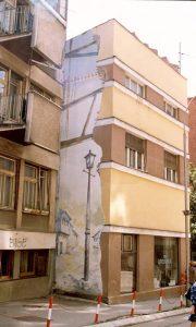 Mural na zgradi gde je apoteka na uglu Glavne ulice ka zgradi MUP-a krajem devedesetih