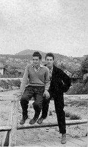 Carinjaši Pinki i Ćure na drvenom mostu pedesetih, kada su se vraćali iz Sokolane