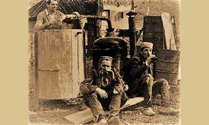 Pečenje rakije u jednom od dvorišta na Megdanu