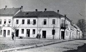 Кућа Влатка Стојића била је препознатљива по малом балкону више улаза од кованог гвожђа