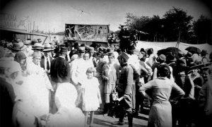"""Jedinstvena fotografija Milosava Fikara u vreme gostovanja varijetea na """"Tabani"""""""