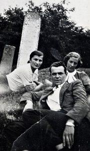 Užičani u poseti precima na Belom groblju