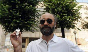 Милош Милојевић са кључевима новоосновног ГКЦ-а