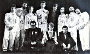 Dramaska grupa KOTA TU, u prvom redu Dragoljub Selaković, Snežana Ljubičić i dečačić Sergej Trifunović