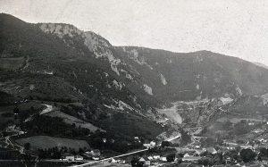Stari zlatiborski put uz Zabučje levo i novi desno