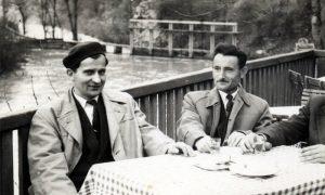 """Gosti s desna Nikolić, Kara na terasi """"restoracije"""", a dole brana"""
