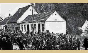 JVuO i Partizani sprovode zarobljene Nemce na Carini (sve tri kuće postoje i danas), prilog M. Drobnjakovića