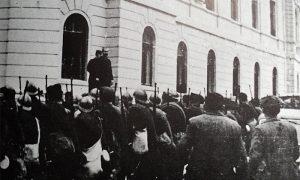 Radnički bataljon ispred opštine