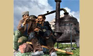 Pečenje rakije se nije mnogo promenilo do današnjih dana, promenilo se odevanje (obrada Zoran Domanović)